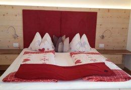 Schlafzimmer-Veilchen-Zirbenholz